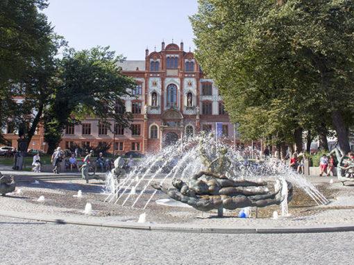 Abenteuer Stadtwelten - Stadtführung Rostock & Warnemünde - Uniplatz Rostock